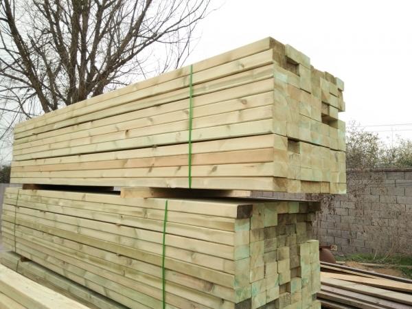 户外防腐木材应当用什麼来维护保养?